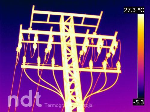 Torre de distribución eléctrica