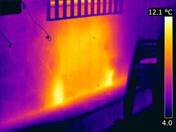 a termografía es una herramienta muy útil y fácil de usar para la detección y comprobación de fugas en tuberías y conducciones. Incluso cuando éstas se encuentren bajo el suelo ó paredes